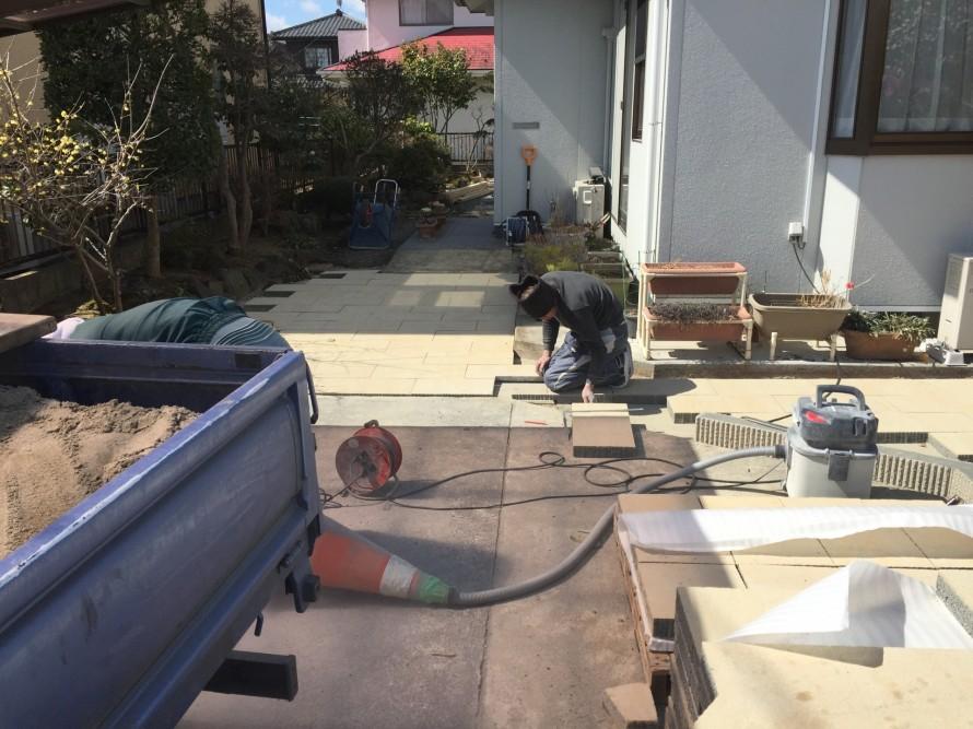 コンクリート平板敷き