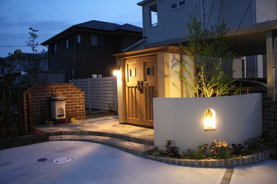 お庭の入口 ライトアップ