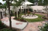 白いフェンスに囲まれたお庭